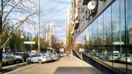 Продажа магазина в Киеве возле БЦ Парус